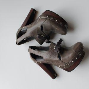 Ugg wedge high heel size 7